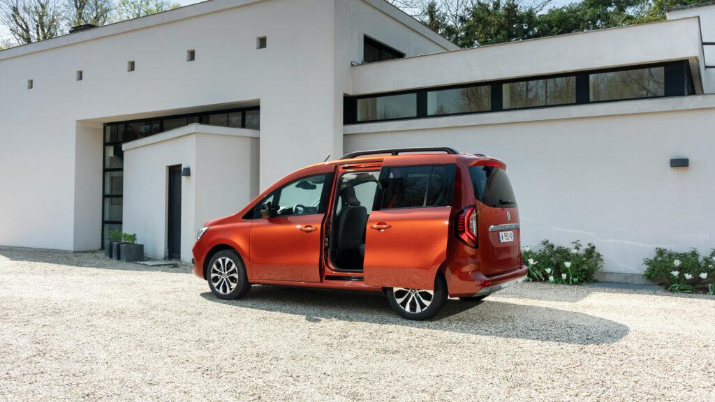 Die Schwester kann es auch  Auch der Renault Kangoo verfügt über Schiebetüren auf beiden Seiten. Und auch er kriegt einen Elektroantrieb. Sogar noch früher als der Mercedes EQT. Foto: Renault