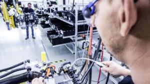 Montagelinie von Daimler für eine Brennstoffzellen-Antriebseinheit in Kirchheim-Nabern.