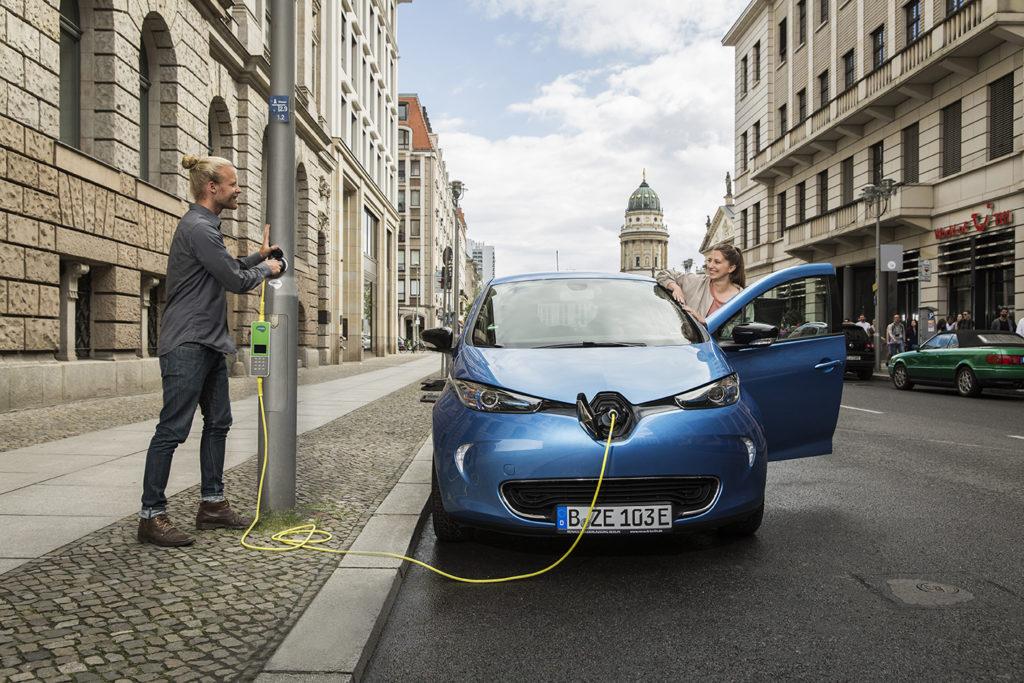 Ubitricity entwickelt die Ladetechnik für Elektroautos weiter, sodass das Parken und Laden an Straßenlaternen bald überall ermöglicht wird.