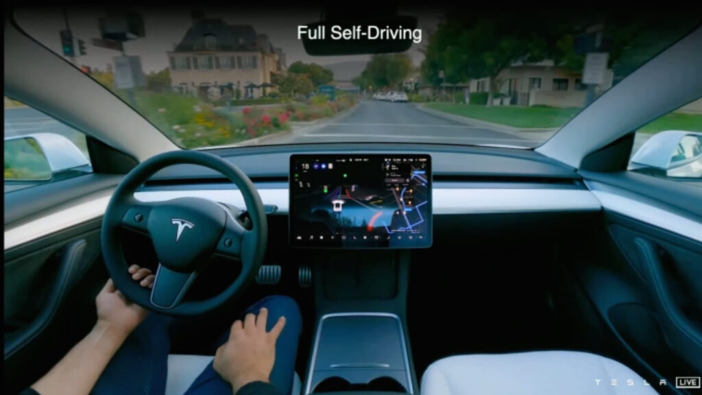 """Noch mit Lenkrad  Mithilfe hochauflösender Kamerasysteme und Künstlicher intelligenz will Tesla schon bald das Lenkrad im Auto weitgehend überflüssig werden lassen. Doch noch hält der """"Autopilot"""" im Model 3 nicht, was sich viele Nutzer erhoffen. Screenshot: Tesla"""