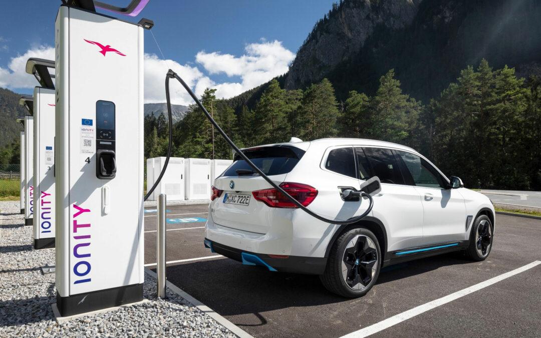 BMW senkt die Ladetarife für seine Elektroautos