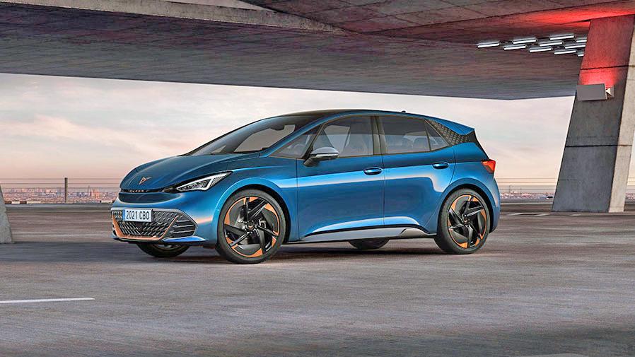 Rebellische Gesten  Der Cupra Born ist das bislang sportlichste Elektroauto auf der MEB-Plattform von Volkswagen. Als einziger verfügter er über eine Boost-Funktion, welche die Motorleistung zumindest kurzzeitig anhebt. Foto: Cupa