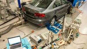 Die Empa entwickelt ein Verfahren, um Bremsstaubemissionen von Autos zu ermitteln. Die Bremsentests sollen in vollständig geschlossenen Prüfständen ablaufen, in denen Bremsscheiben und Bremsbeläge aufeinander reiben.
