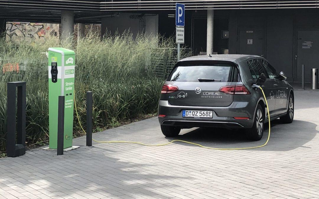 Elektroautos: Unternehmen wagen den Umstieg