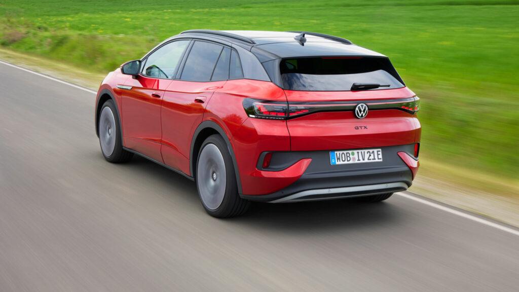 Alles andere als eine Spaßbremse  Der VW ID.4 ist in der GTX-Ausführung un dim Sport-Modus eine Fahrmaschine mit hohen Kurvenqualitäten. Foto: Barenschee