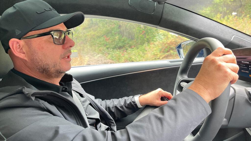Mehr als nur ein Designer Lucid-Chefdesigner Derek Jenkins hat die vierte Generation des Mazda MX-5 gestaltet, den Audi A8 und das Microbus-Concept von Volkswagen. Nun hat er dem Luxus-Stromer Air von Lucid Gestalt gegeben. Foto: Stefan Grundhoff