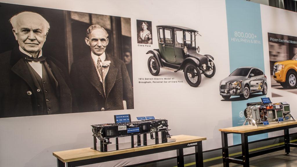 Zusammen mit Thomas Alva Edison arbeitete Henry Ford schon 1903 an einem Elektroauto, das unter anderem als Taxi in New York zum Einsatz kommen sollte.