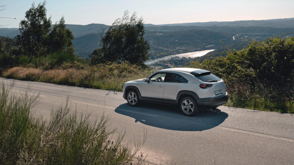 Einsame Erscheinung  Noch ist der MX-30 das einzige Elektroauto von Mazda. Bis 2025 sollen drei weitere Stromer folgen. Foto: Mazda