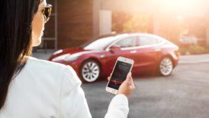 Tesla Model 3 mit App
