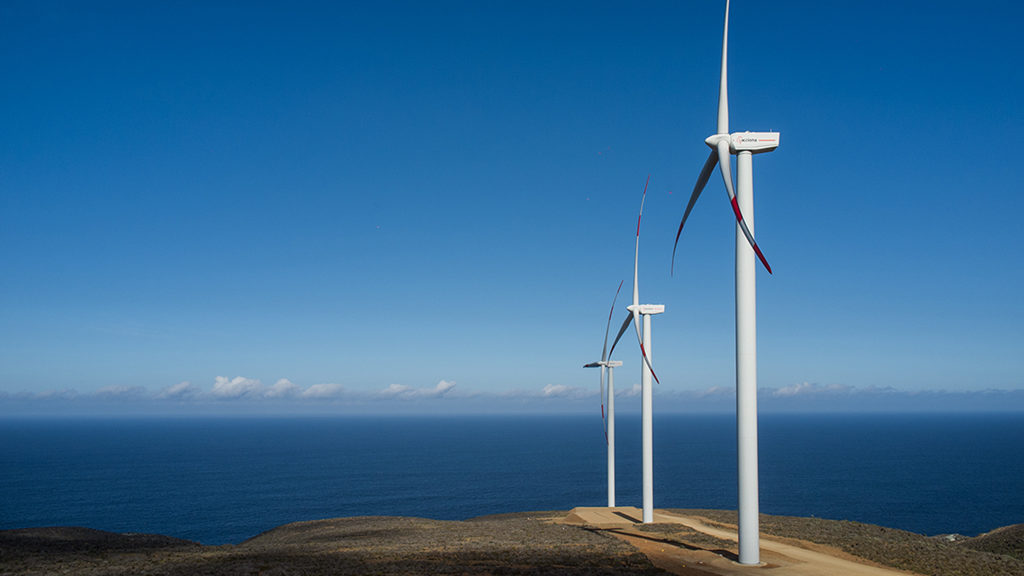 Windkraftanlage von Nordex an der Küste von Chile