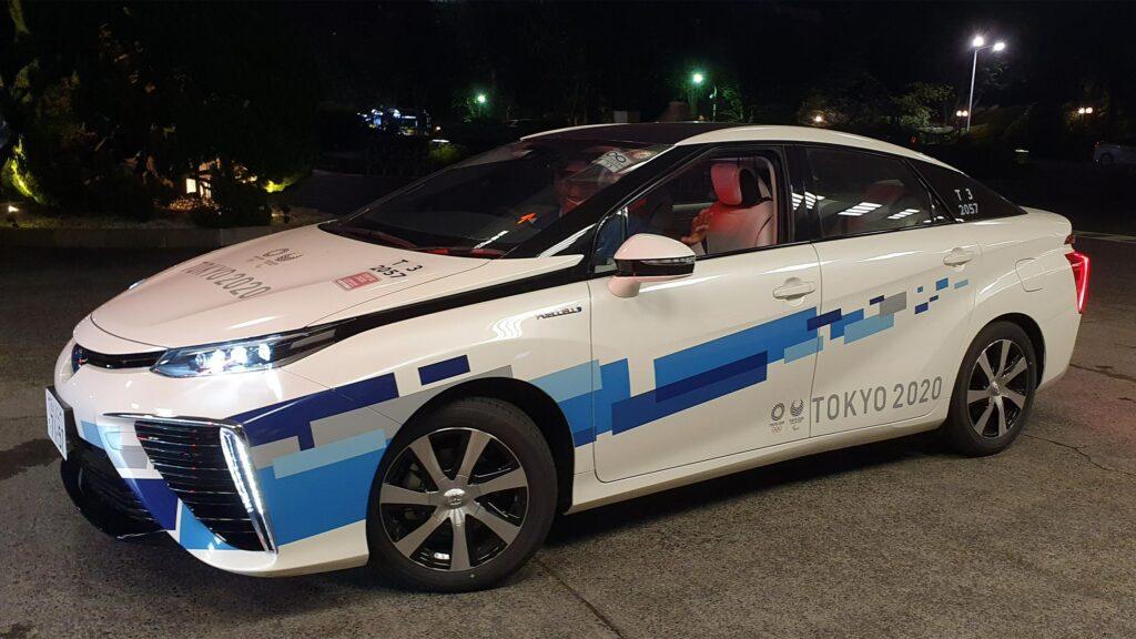 Olympia-Mirai  Für den Transport der Athleten von ihren Unterkünften zu den Sportstätten hat Toyota 100 Brennstoffzellenautos vom Typ Mirai zur Verfügung gestellt. Zum Einsatz kommt allerdings zum größten Teil noch das alte Modell. Foto: IOC