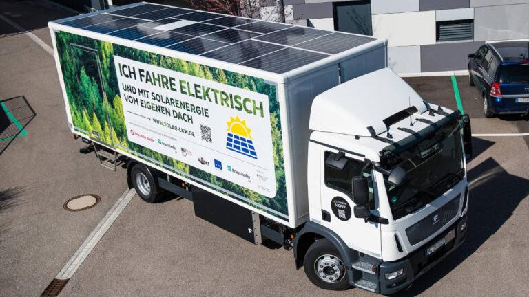 Elektro-Laster fährt der Sonne hinterher