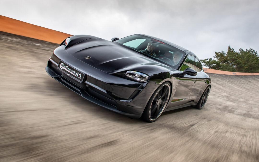 Vollelektrischer Porsche Taycan mit V8-Sound