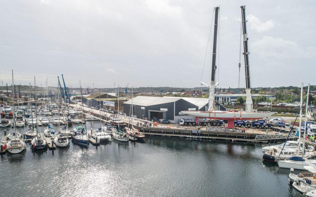 Britische Segelyacht kommt elektrisch durch die Flaute