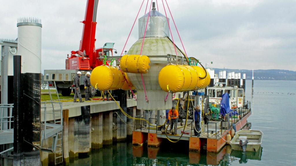 Fertig zum Tauchgang Der Test-Pumpspeicher vor Versuchen im Bodensee. Foto: Fraunhofer IEE