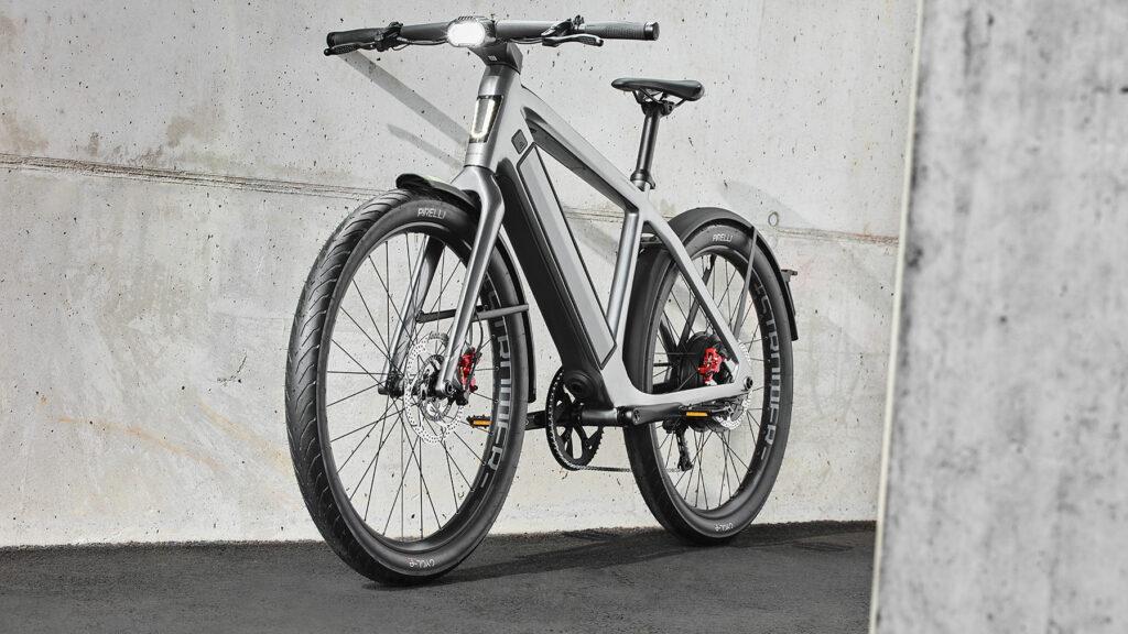 Schnelles E-Bike mit ABS und Nabelmotor  Das neue S-Pedelec ST5 ABS von Stromer ist als Leichtkraftrad zugelassen und bis zu 45 km/h schnell. Das vollintegrierte ABS von Bluebrake aus Italien sorgt dafür, das auch bei Vollbremsungen noch Ausweichmanöver möglich sind. Foto: Stromer