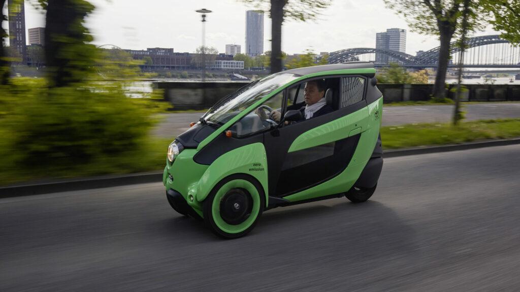 Toyota i-Road: Wie viel Auto braucht der Mensch? -
