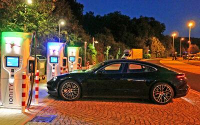 Im Porsche Taycan auf Mission E im Eiltempo