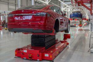 Tesla-Montage in Tilburg