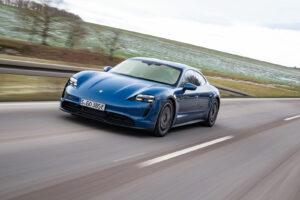 In flotter Fahrt: Porsche Taycan mit Heckantrieb