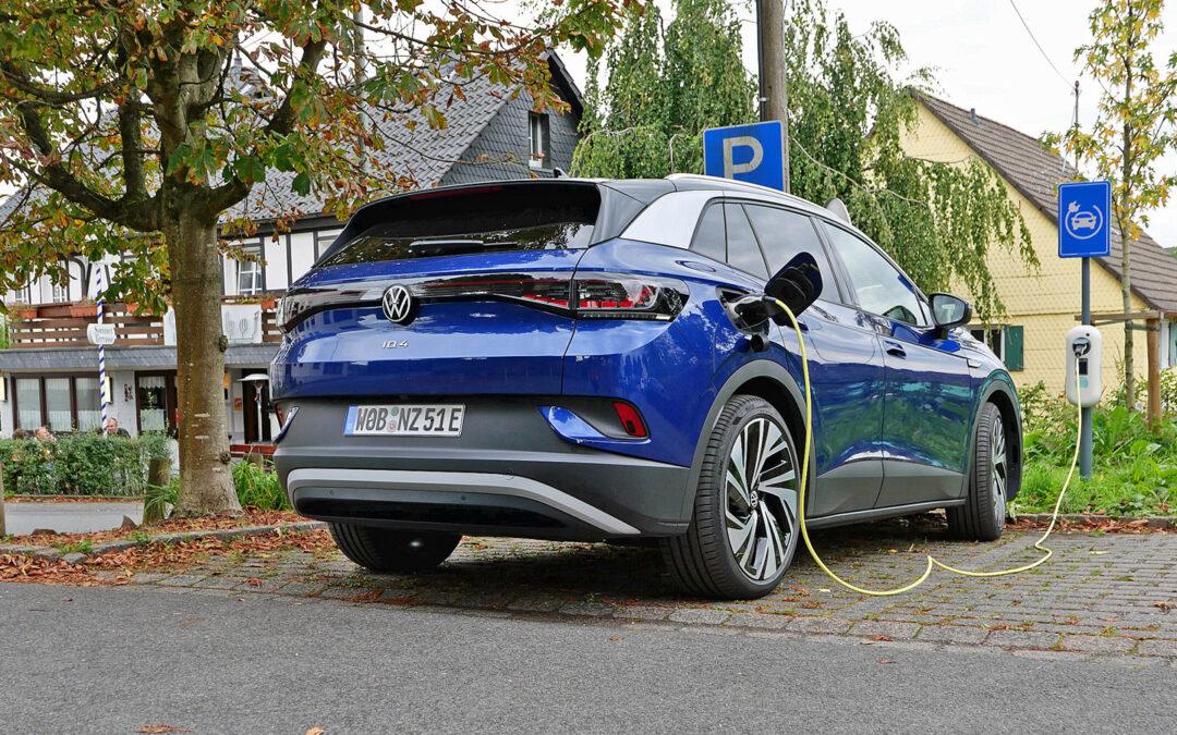 Lücken im Ladenetz für Elektroautos auf dem Land