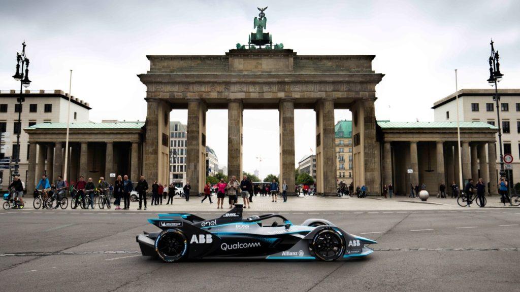 Formel-E-Rennwagen vor dem Brandenburger Tor