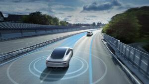 Zahlreiche Kameras und Sensoren erlauben es dem Elektroauto Xpeng P7, auf Schnellstraßen zumindest teilweise autonom zu fahren und beispielsweise die Spur auf der Autobahn zu halten.