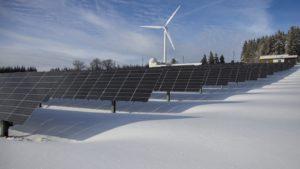 Fotovoltaik- und Windkraftanlage