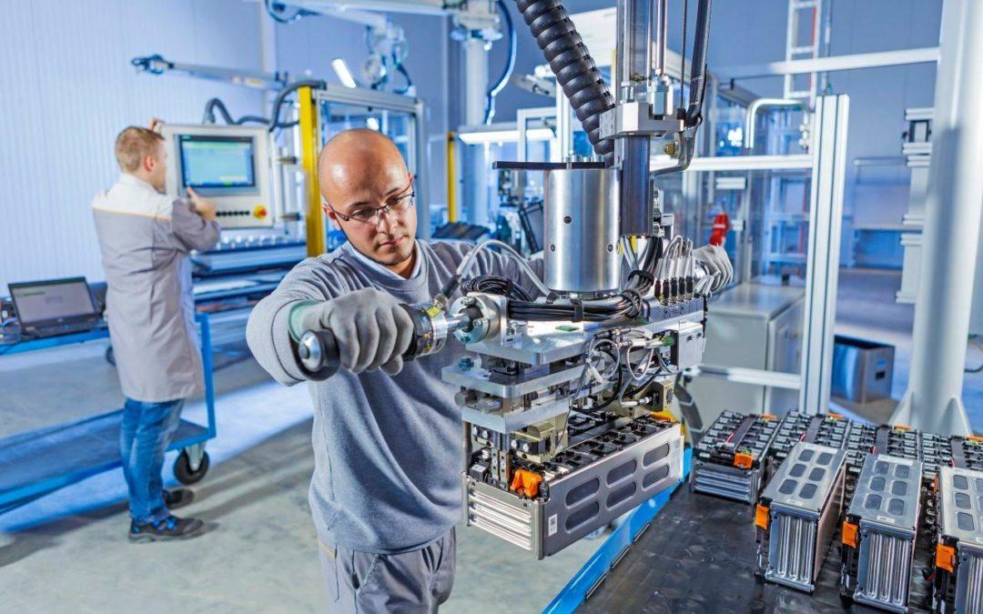 Akasol baut größte Fabrik für E-Bus-Batterien