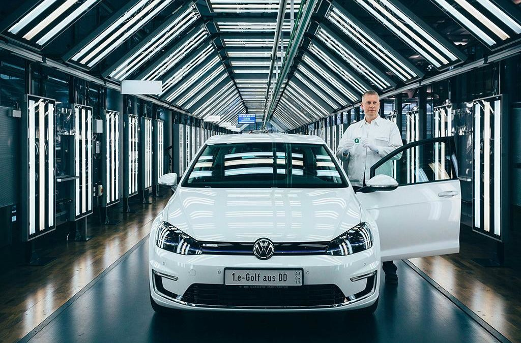 """Volkswagen: Künftig mehr E-Golfs aus der """"Gläsernen Manufaktur"""""""