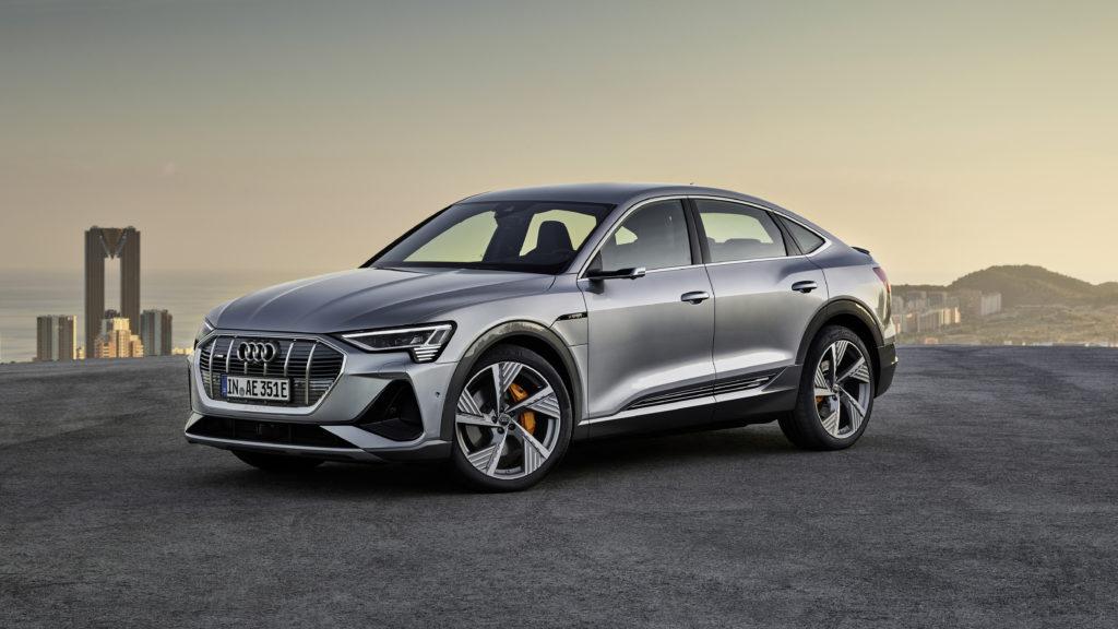Ab April 2020 im Handel: Audi e-tron Sportback, mit coupehafter Dachlinie in Serie und digitalen Matrix LED-Scheinwerfern gegen Aufpreis. Foto: Audi