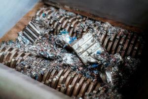 Duesenfeld Recycling in Braunschweig hat sich auf die stoffliche Rückgewinnung von Rohstoffen aus Lithium-Ionen-Akkus spezialisiert