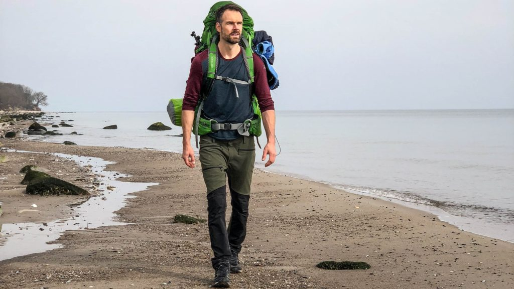 Christo Foerster am Strand auf Fehmarn