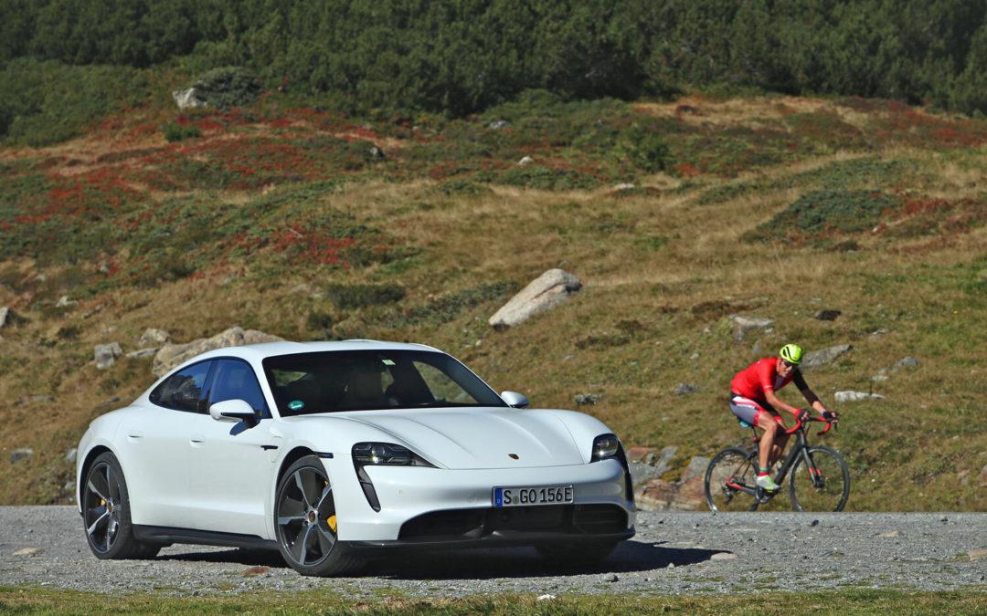 Porsche Taycan: Tesla muss sich warm anziehen