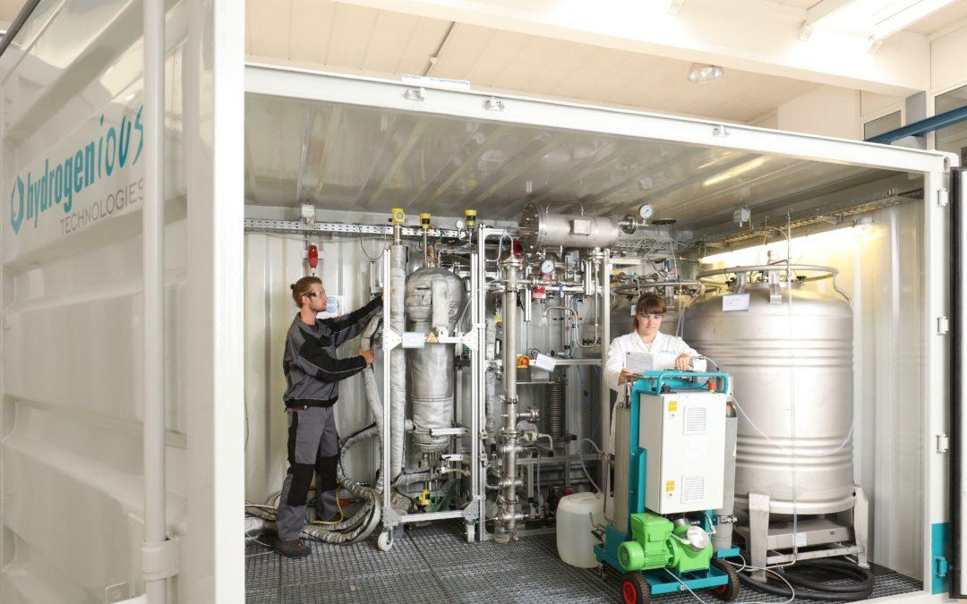 Bayerisches Start-up entwickelt flüssigen Wasserstoff-Speicher