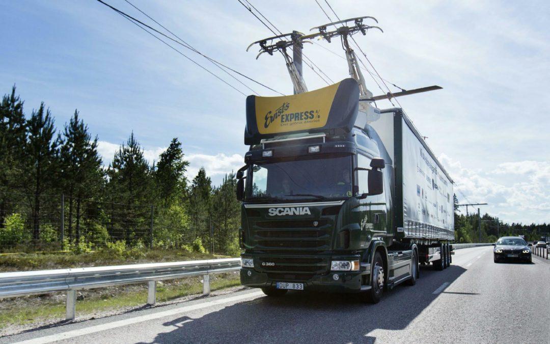 Oberleitungen bringen elektrische Schwerlaster auf die Autobahn