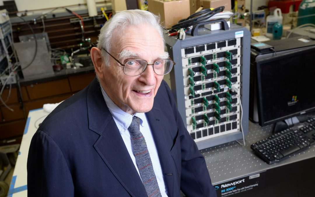 95-jähriger entwickelt Batterie aus Glas