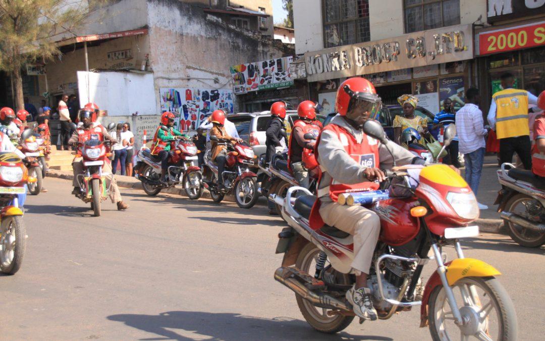 Ruanda: Elektrische Motorrad-Taxis für Kigali