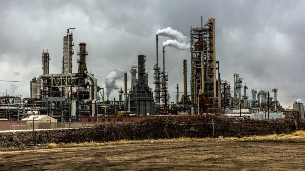 Erdöl-Raffinerie