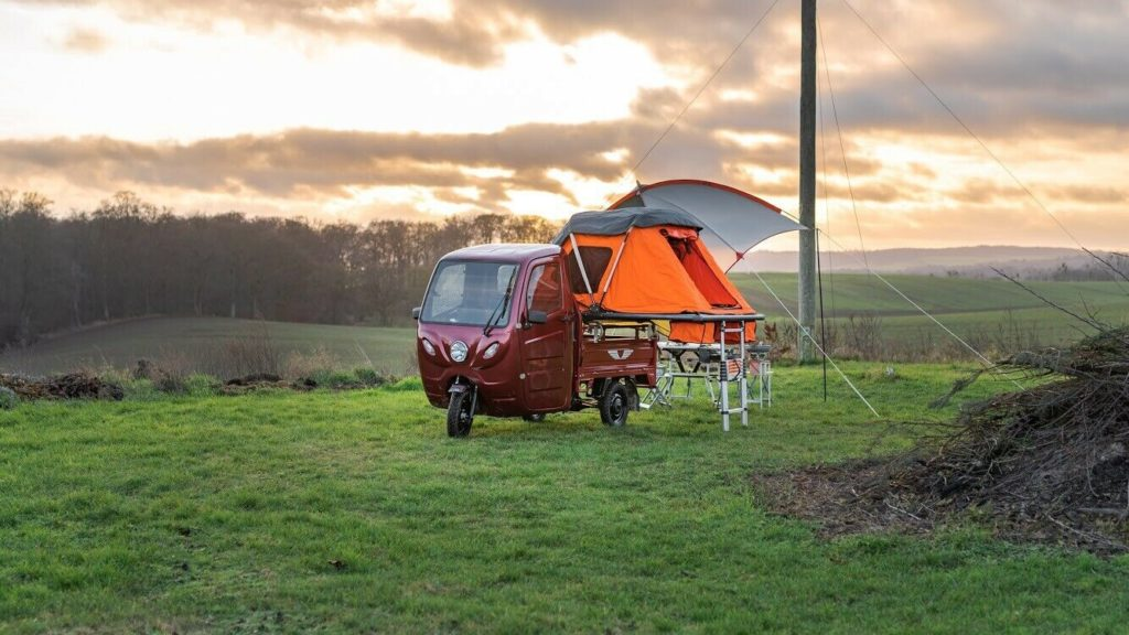 Dreirädriger Elektrotransporter mit Campingausstattung vom Berliner Importeuer Elektro-Frosch