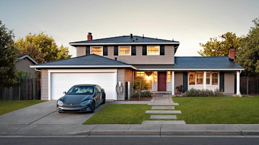 Tesla-Ideal  Ein Solar Roof auf dem Dach, Heimspeicher und Wallbox von Tesla und dazu ein Model S. Jetzt muss Elon Musk nur noch die Kosten in den Griff kriegen. Foto: Tesla