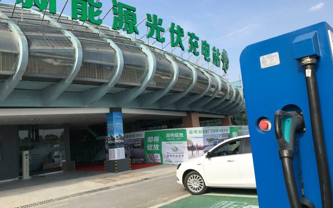 China: Stromtankstelle mit Unterhaltungs-Center