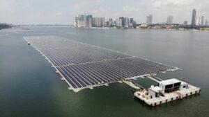 Schwimmendes Solarkraftwerk vor Singapur