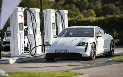 Aral-Studie: Porsche fährt Tesla hinterher