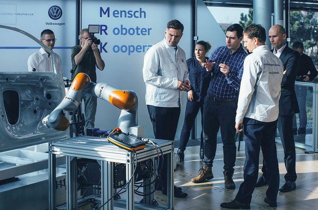 Wandelbot: Smarte Jacke überträgt Bewegungsdaten an Roboter